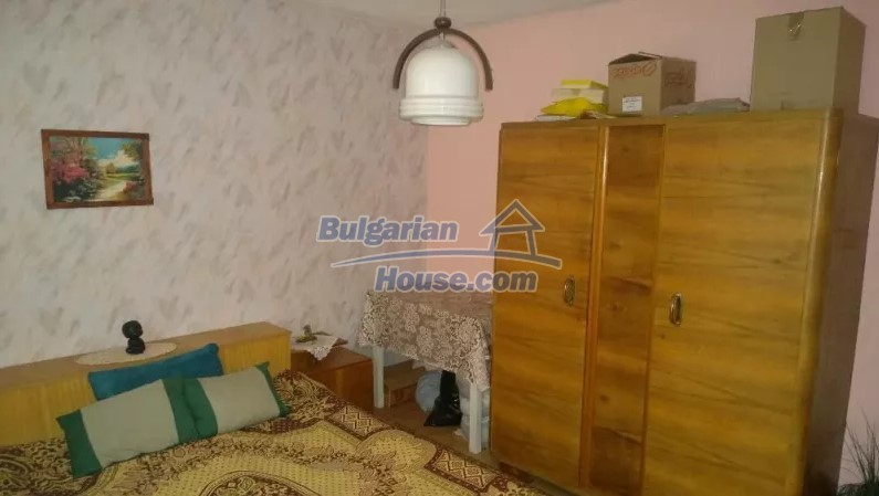 12843:11 - Bulgarian house for sale with 3 floors and 8 rooms