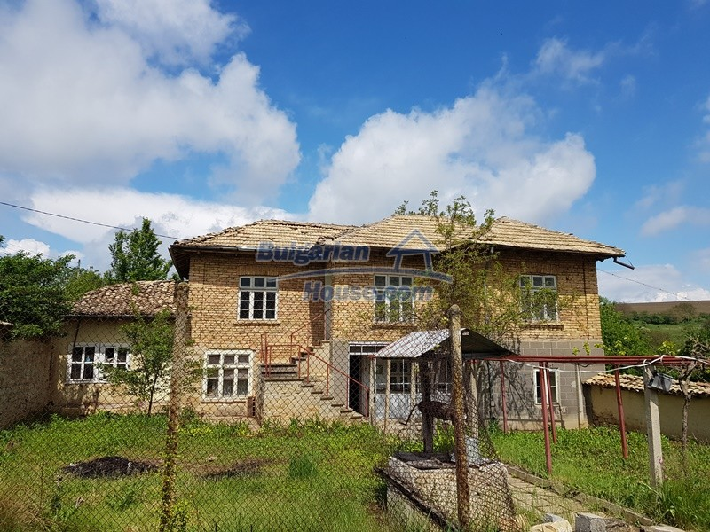 12847:1 - Cheap Bulgarian house near lake and with big garden Popovo area