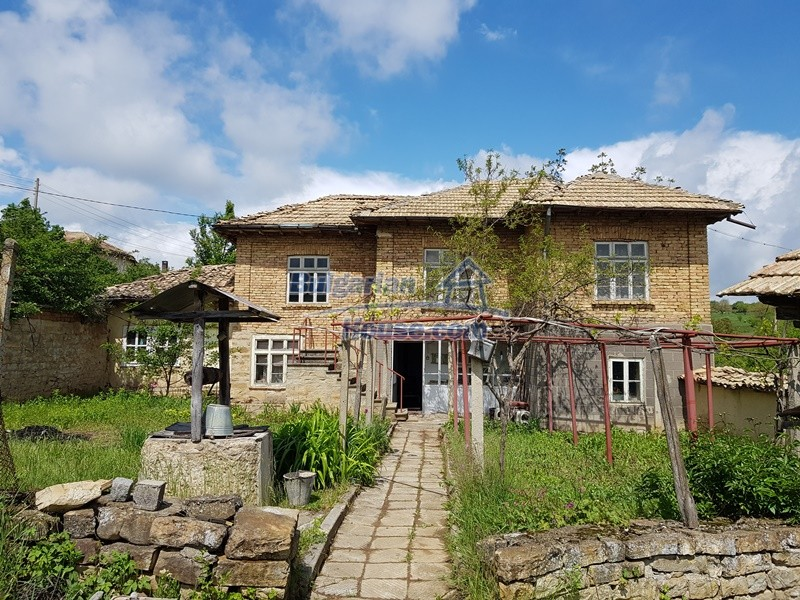 12847:3 - Cheap Bulgarian house near lake and with big garden Popovo area