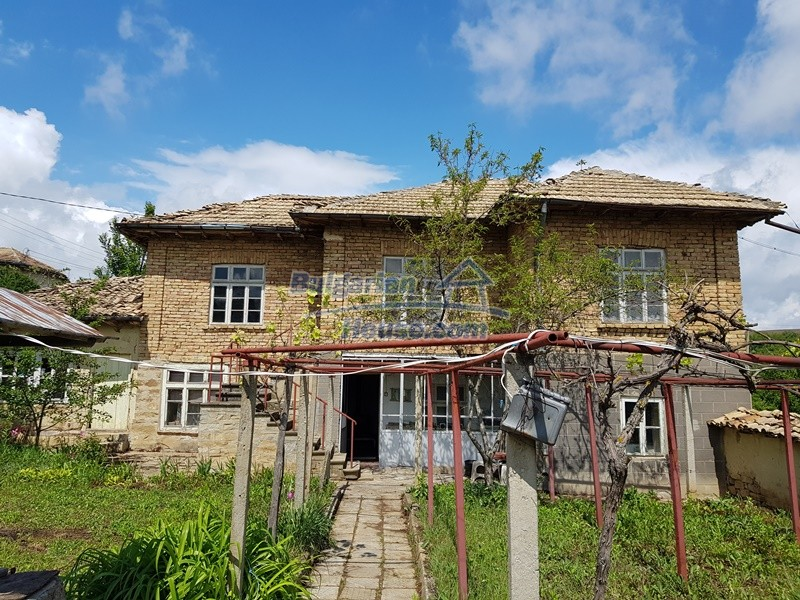12847:4 - Cheap Bulgarian house near lake and with big garden Popovo area