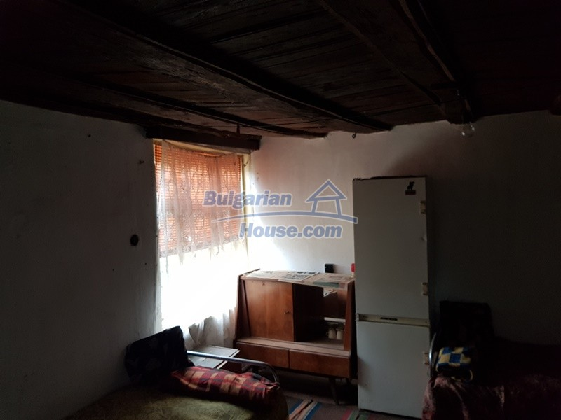 12847:18 - Cheap Bulgarian house near lake and with big garden Popovo area