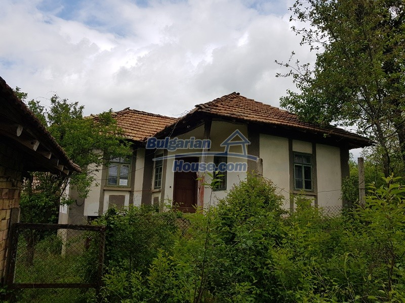 12849:2 - Two houses, big out building and a garden for sale Targovishte