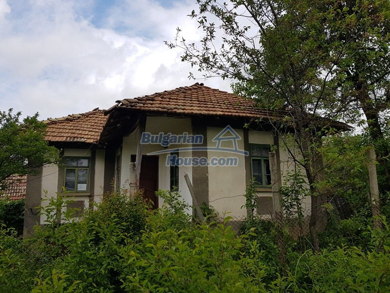 12849:1 - Two houses, big out building and a garden for sale Targovishte