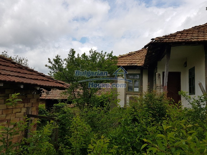 12849:3 - Two houses, big out building and a garden for sale Targovishte