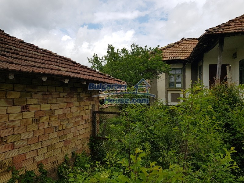 12849:7 - Two houses, big out building and a garden for sale Targovishte