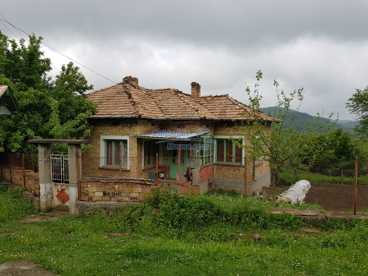 12851:72 - MARVELLOUS VIEWS, garden 8000 sq.m, two houses, farm buildings