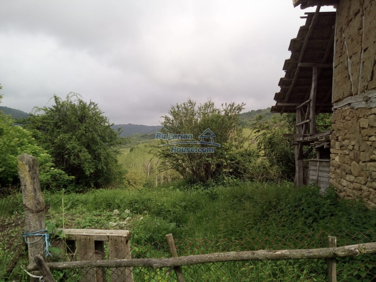 12851:75 - MARVELLOUS VIEWS, garden 8000 sq.m, two houses, farm buildings