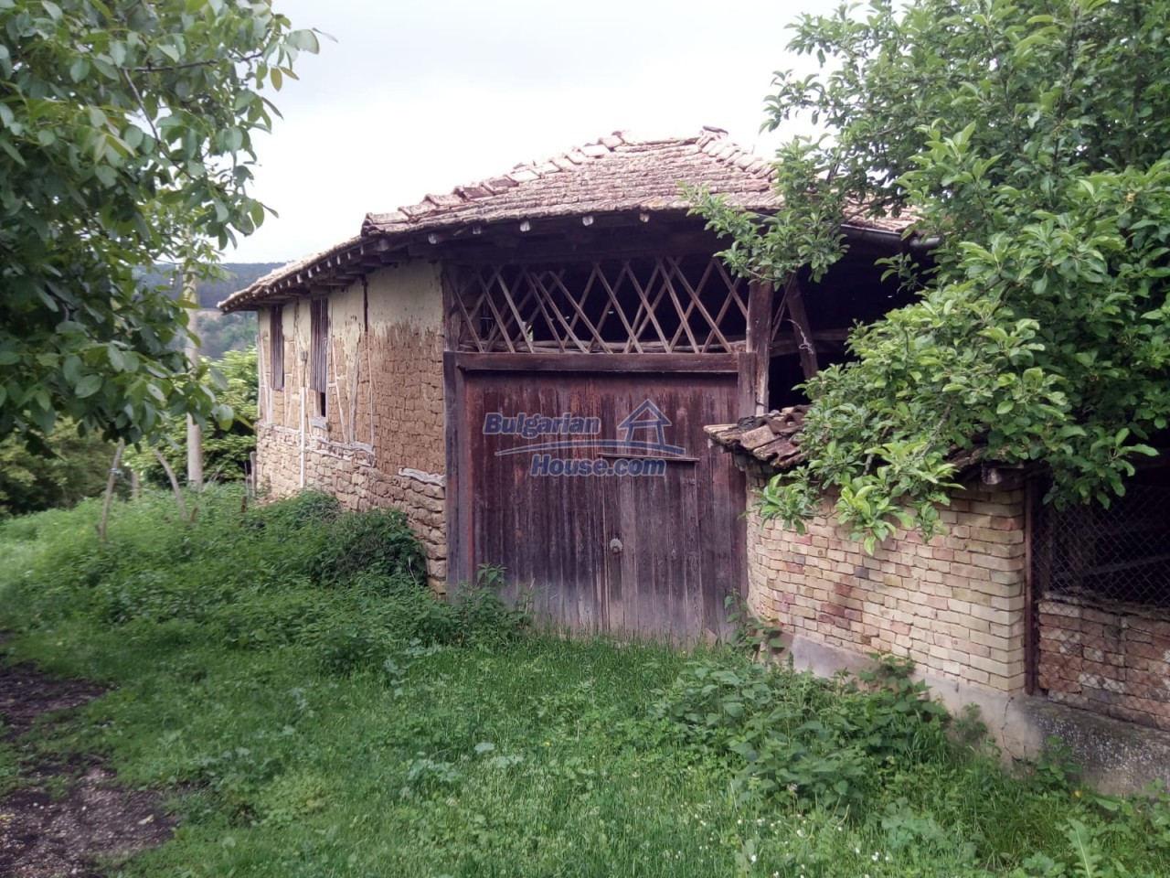 12851:76 - MARVELLOUS VIEWS, garden 8000 sq.m, two houses, farm buildings