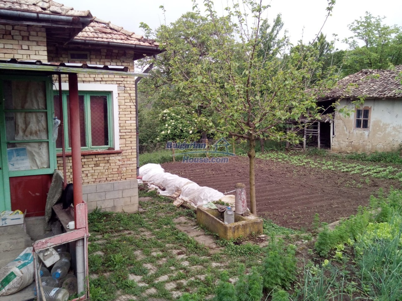 12851:82 - MARVELLOUS VIEWS, garden 8000 sq.m, two houses, farm buildings