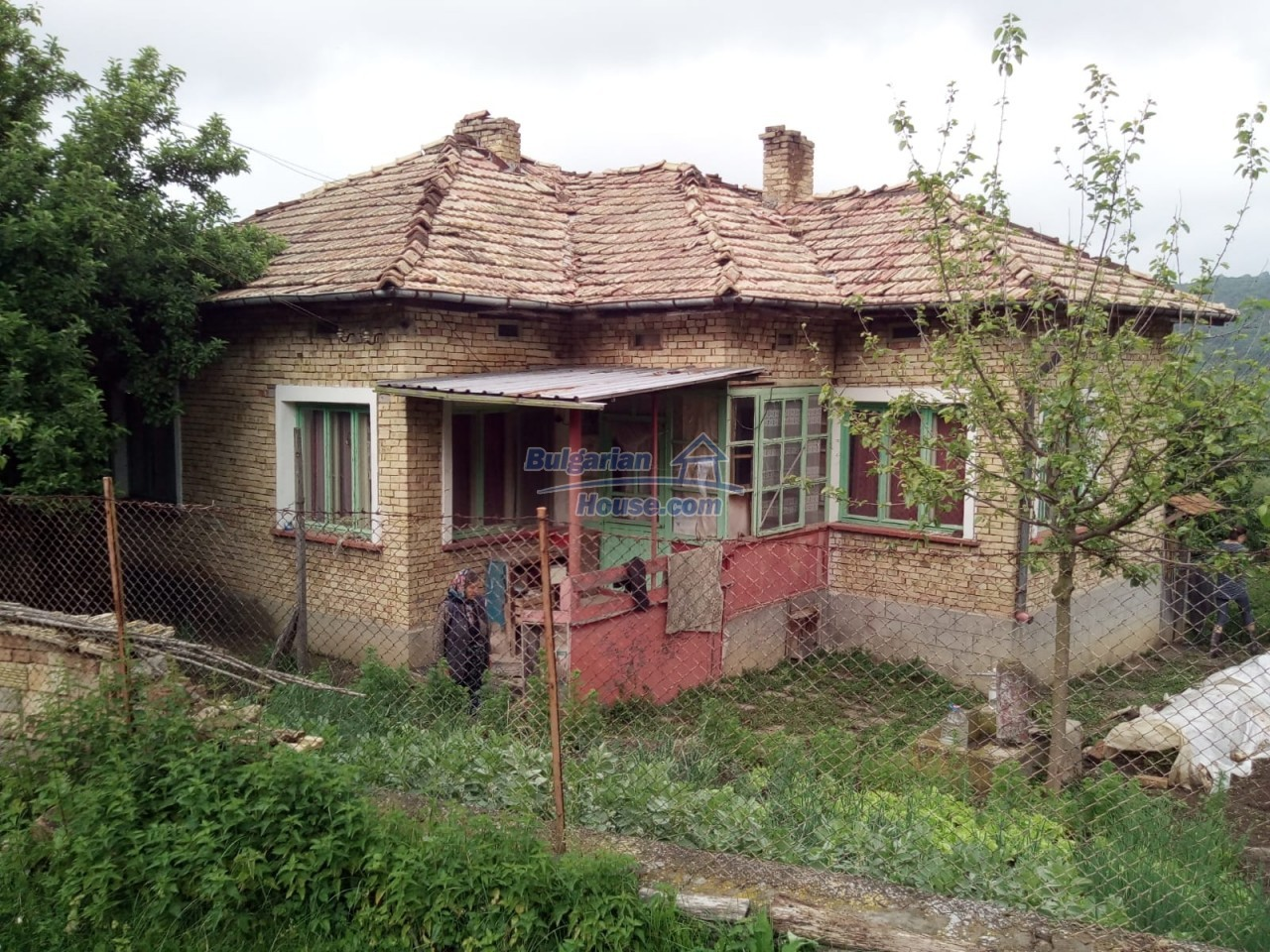 12851:81 - MARVELLOUS VIEWS, garden 8000 sq.m, two houses, farm buildings