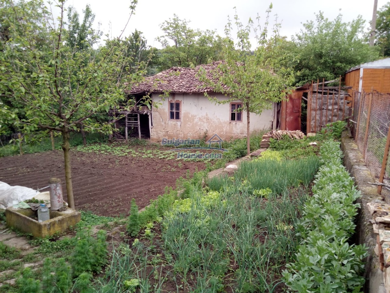12851:83 - MARVELLOUS VIEWS, garden 8000 sq.m, two houses, farm buildings