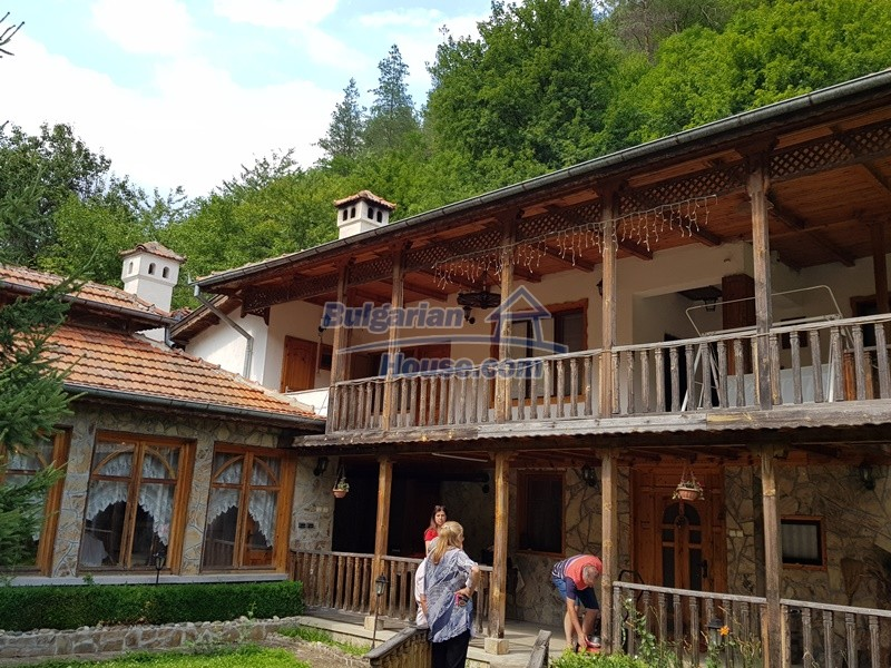 12859:3 - Excellent traditional Bulgarian property next to river VT area
