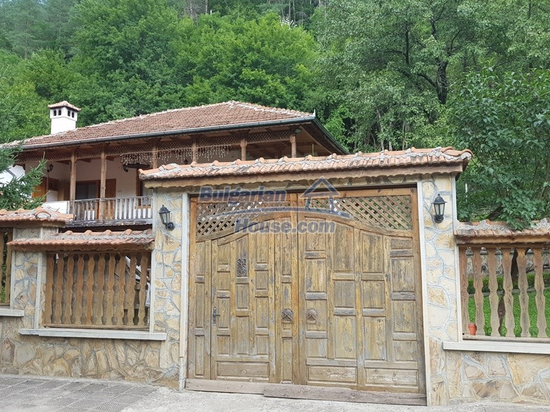 12859:5 - Excellent traditional Bulgarian property next to river VT area