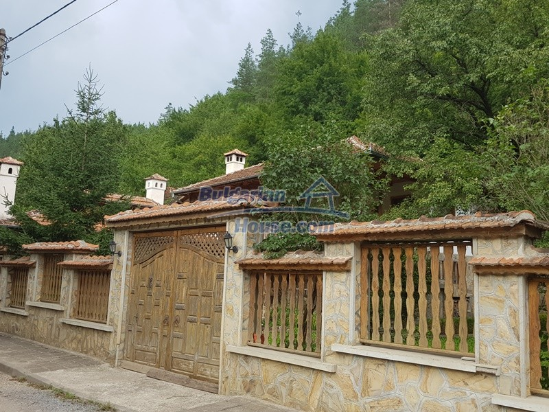 12859:6 - Excellent traditional Bulgarian property next to river VT area