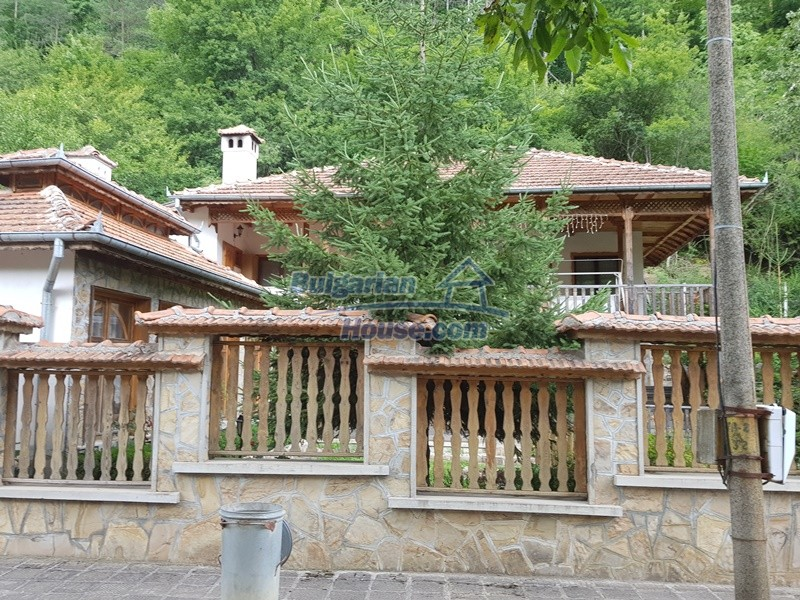 12859:2 - Excellent traditional Bulgarian property next to river VT area