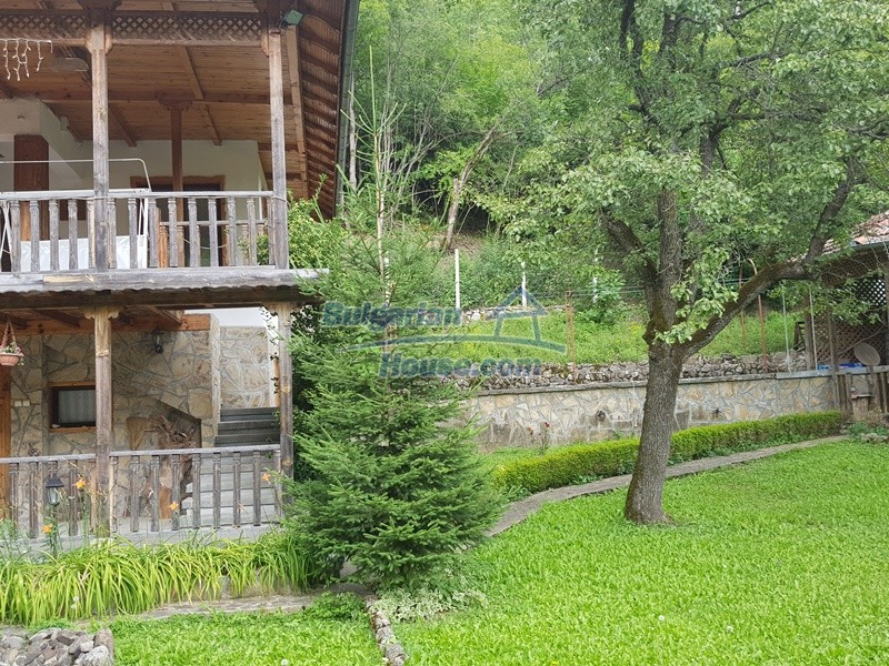 12859:7 - Excellent traditional Bulgarian property next to river VT area