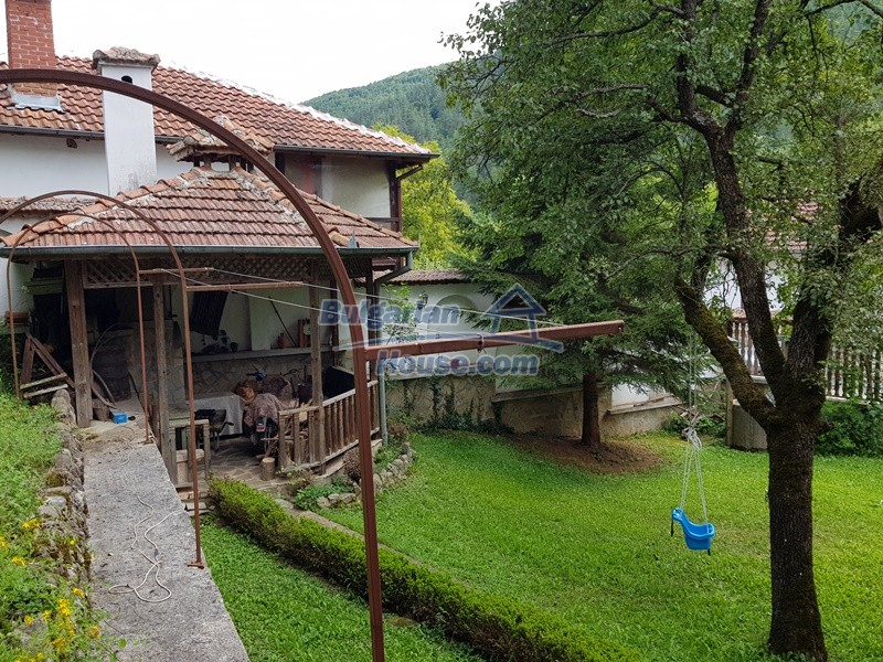 12859:98 - Excellent traditional Bulgarian property next to river VT area