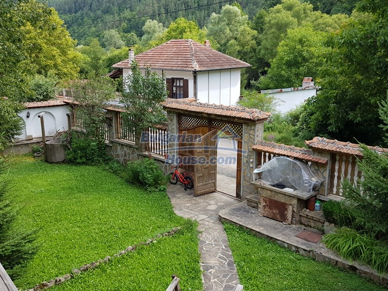 12859:91 - Excellent traditional Bulgarian property next to river VT area