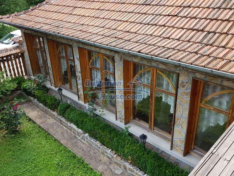12859:92 - Excellent traditional Bulgarian property next to river VT area