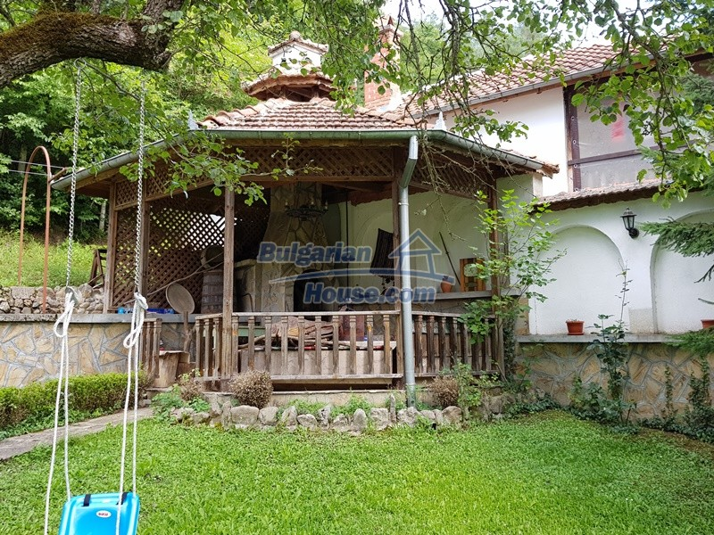 12859:99 - Excellent traditional Bulgarian property next to river VT area