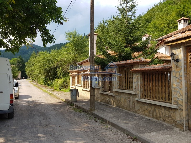 12859:106 - Excellent traditional Bulgarian property next to river VT area