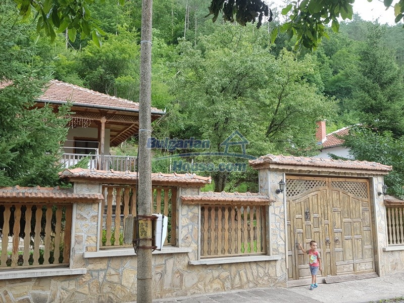 12859:107 - Excellent traditional Bulgarian property next to river VT area