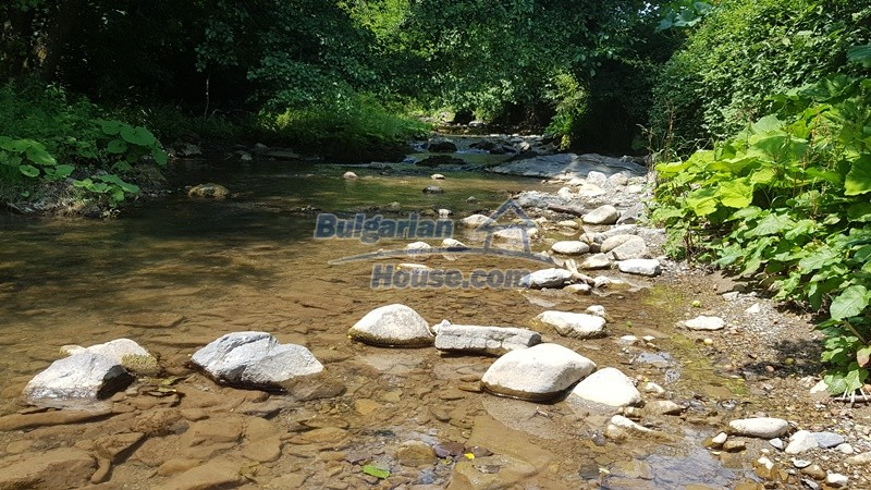 12859:110 - Excellent traditional Bulgarian property next to river VT area