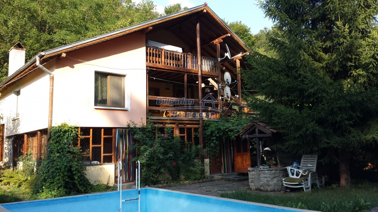 12860:1 - House with swimming pool 50 km from Veliko Tarnovo 7 bedrooms