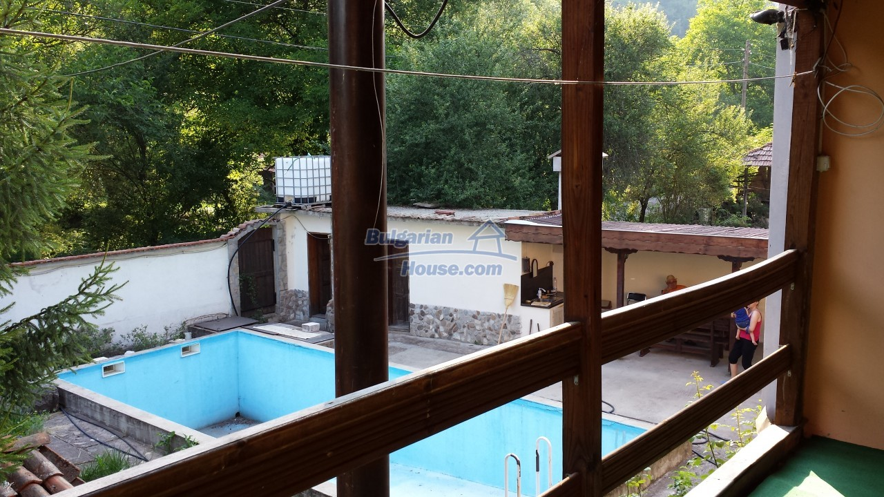 12860:22 - House with swimming pool 50 km from Veliko Tarnovo 7 bedrooms