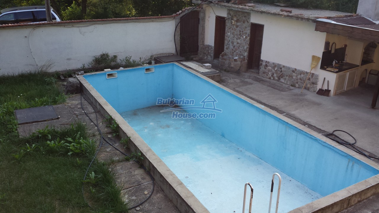 12860:25 - House with swimming pool 50 km from Veliko Tarnovo 7 bedrooms
