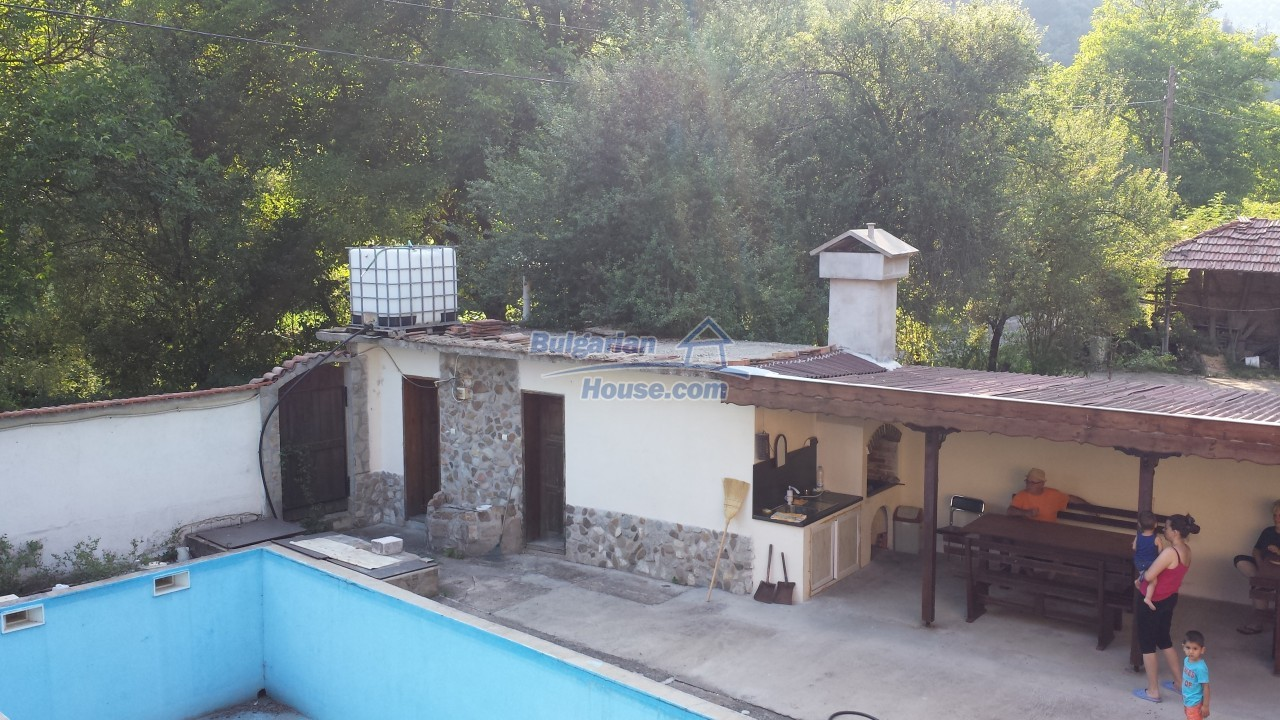 12860:26 - House with swimming pool 50 km from Veliko Tarnovo 7 bedrooms