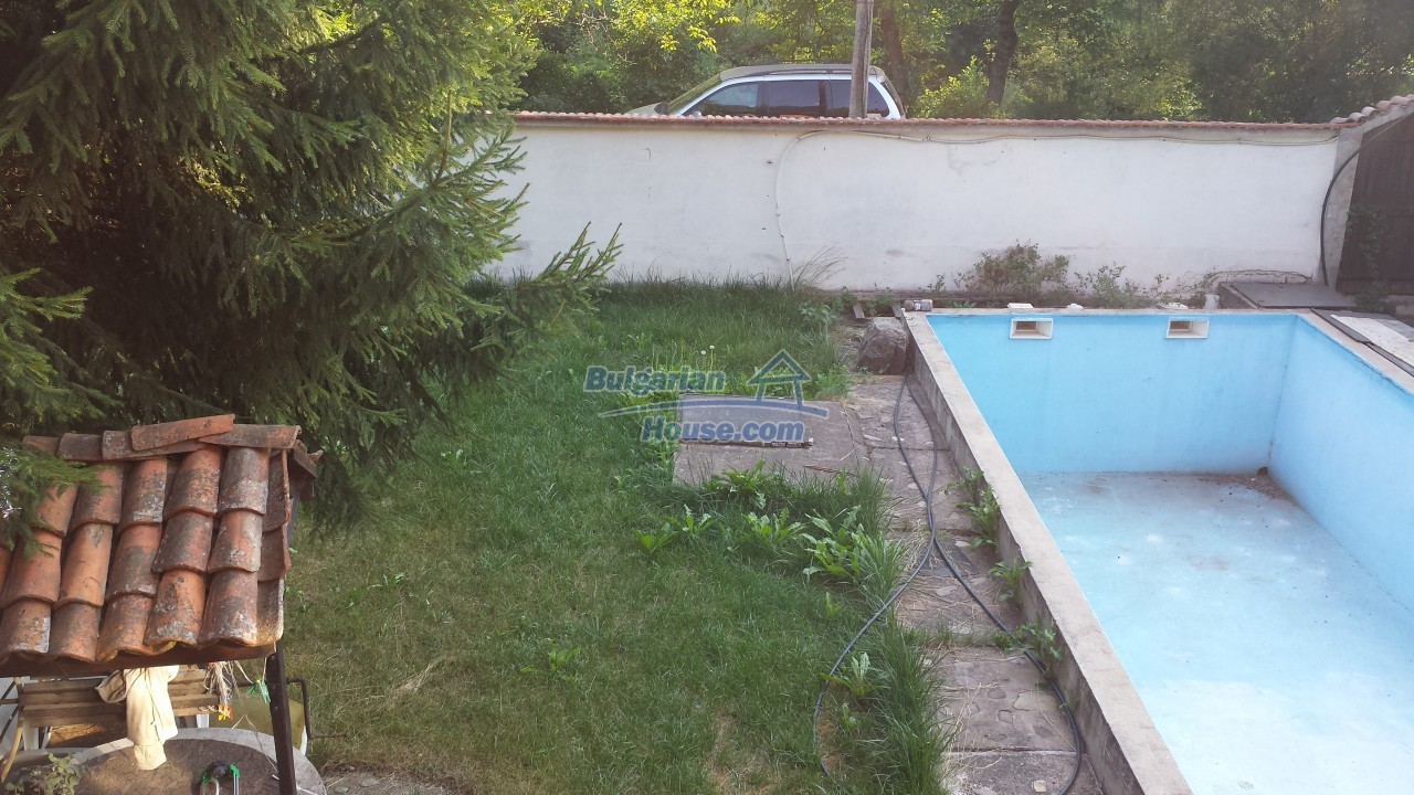 12860:29 - House with swimming pool 50 km from Veliko Tarnovo 7 bedrooms