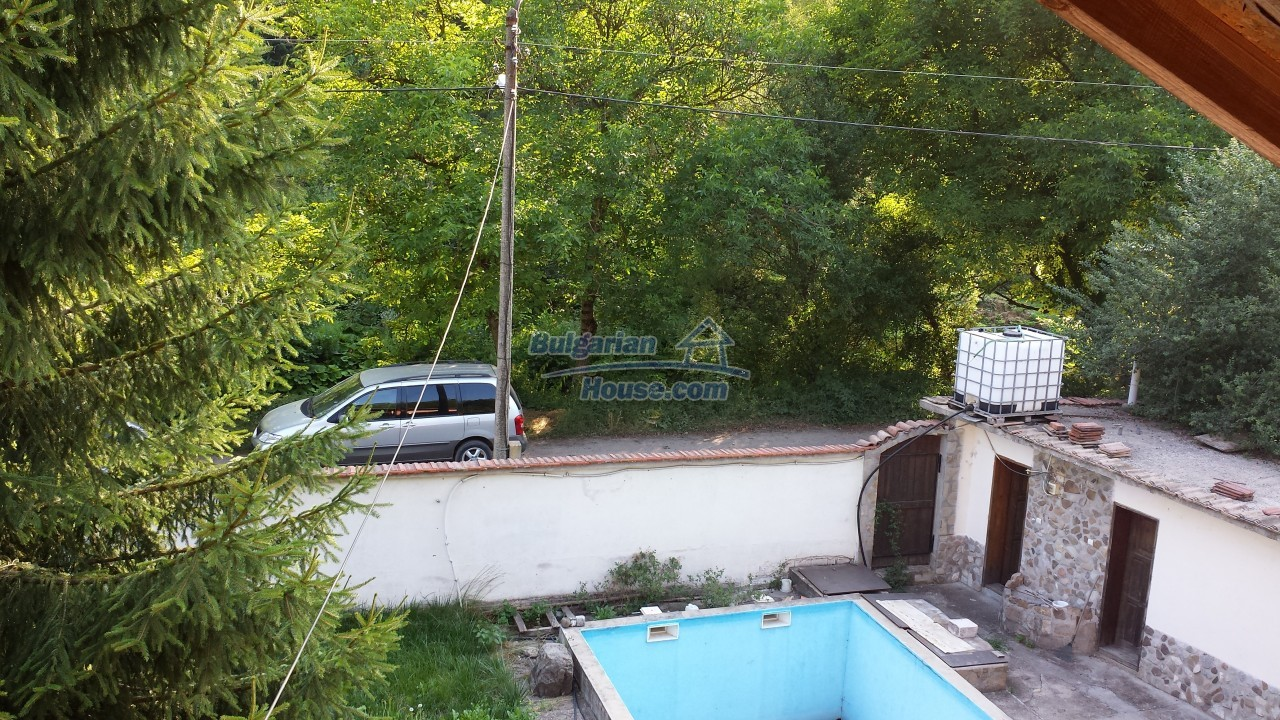 12860:53 - House with swimming pool 50 km from Veliko Tarnovo 7 bedrooms