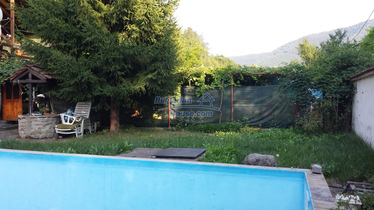 12860:57 - House with swimming pool 50 km from Veliko Tarnovo 7 bedrooms
