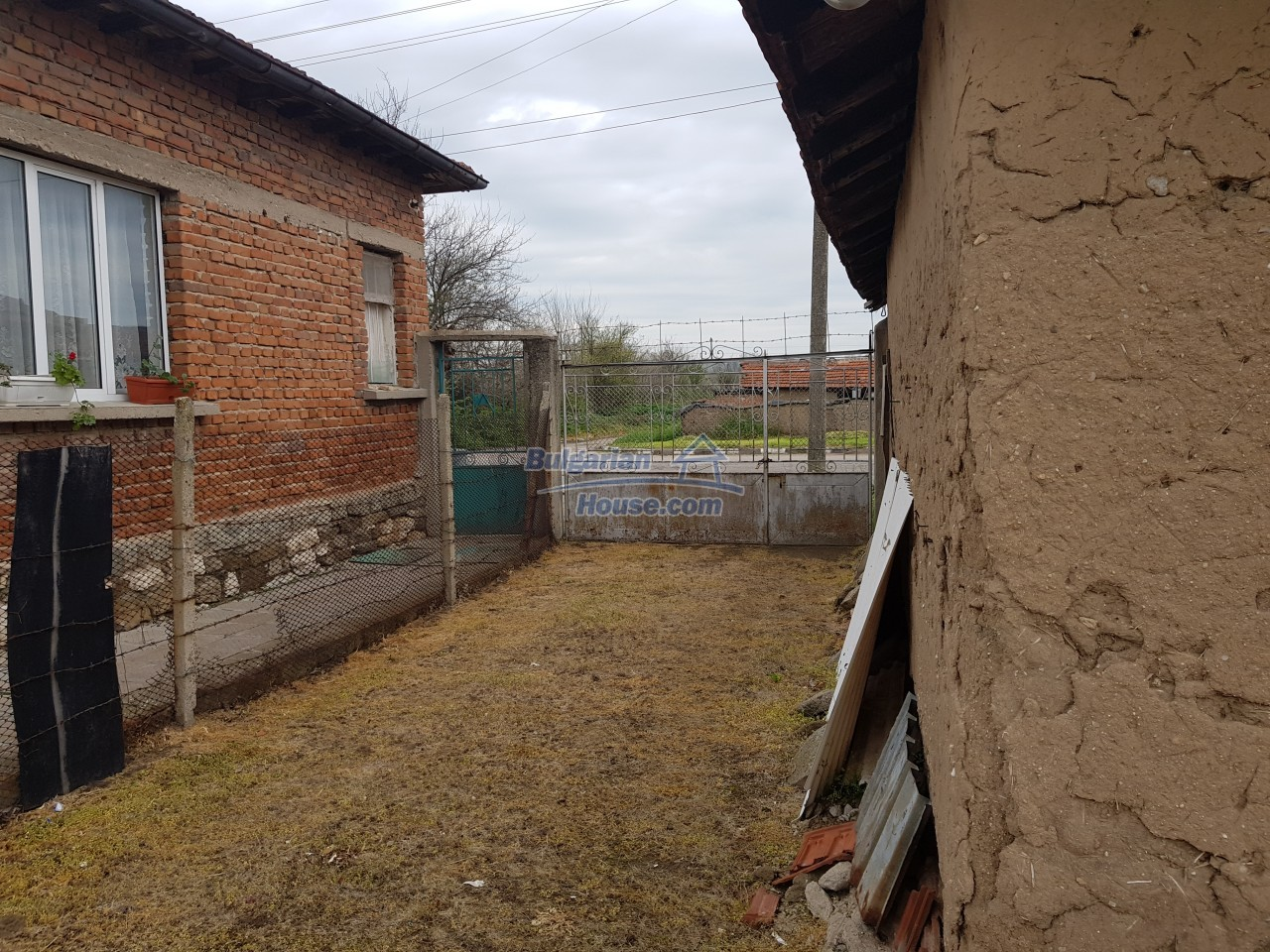 12829:38 - Lovely Bulgarian house for sale near lake Stara Zagora region