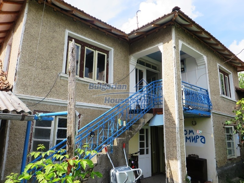 12873:1 - 3 bedroom Bulgarian house with large garden 2500 m2 and big barn