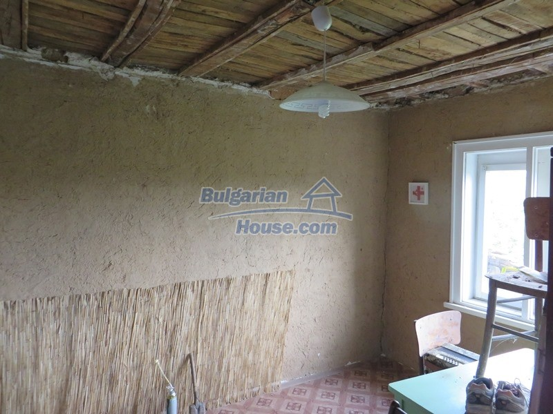 12873:17 - 3 bedroom Bulgarian house with large garden 2500 m2 and big barn