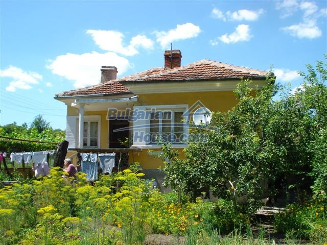 12888:1 - One - storey house for sale in a village near Elhovo