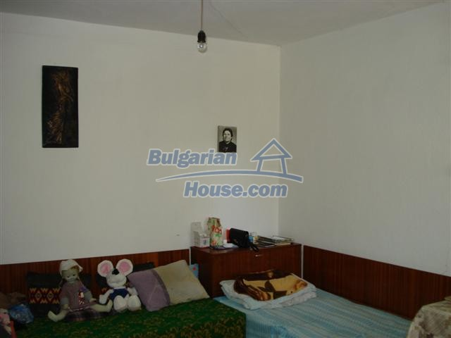 12888:7 - One - storey house for sale in a village near Elhovo