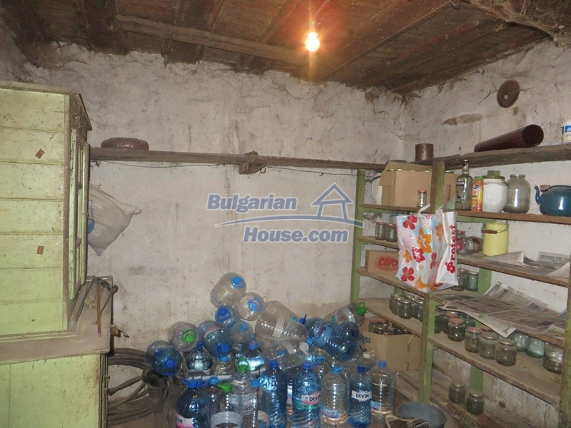 12889:17 - Excellent 3 bedroom house with huge stone barn Veliko Tarnovo