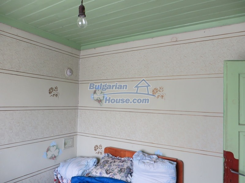 12889:33 - Excellent 3 bedroom house with huge stone barn Veliko Tarnovo
