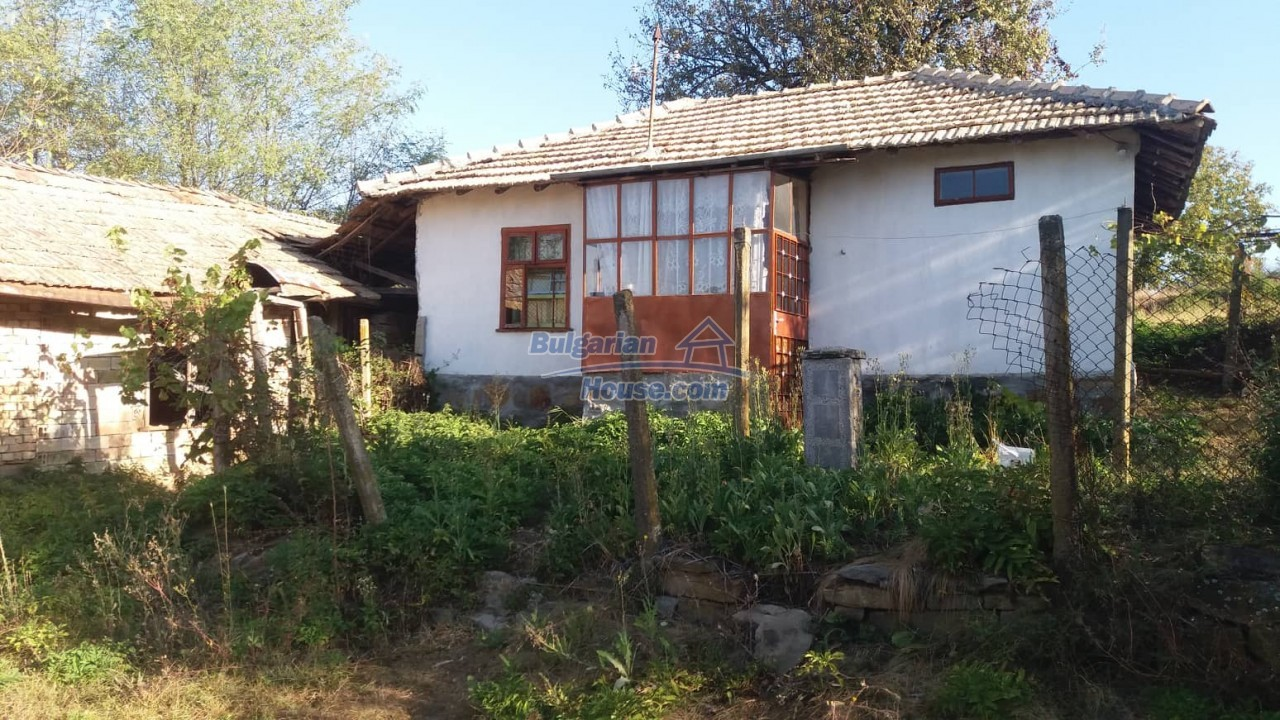 12848:1 - Extremely cheap Bulgarian house for sale near Yastrebino lake