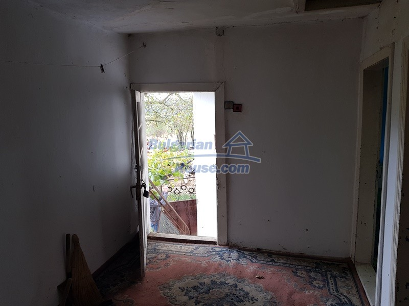 12908:17 - Cheap Bulgarian property near Yastrebino lake Targovishte