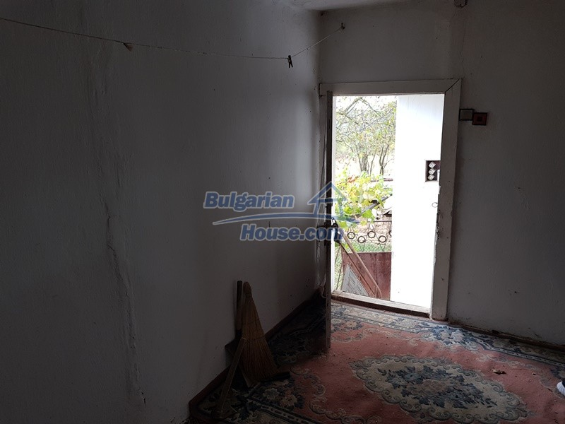 12908:20 - Cheap Bulgarian property near Yastrebino lake Targovishte