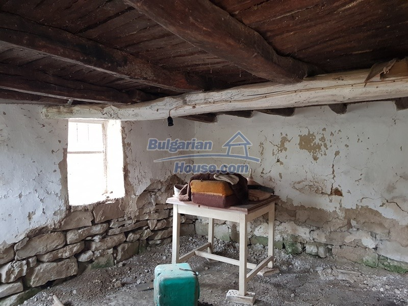 12908:34 - Cheap Bulgarian property near Yastrebino lake Targovishte