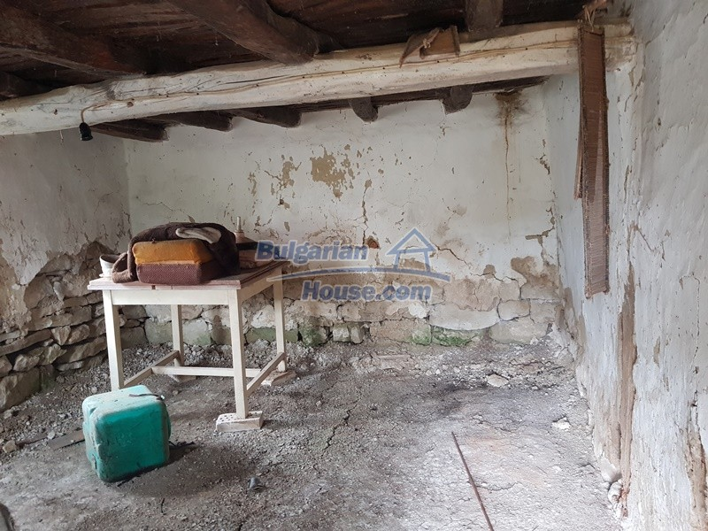 12908:33 - Cheap Bulgarian property near Yastrebino lake Targovishte