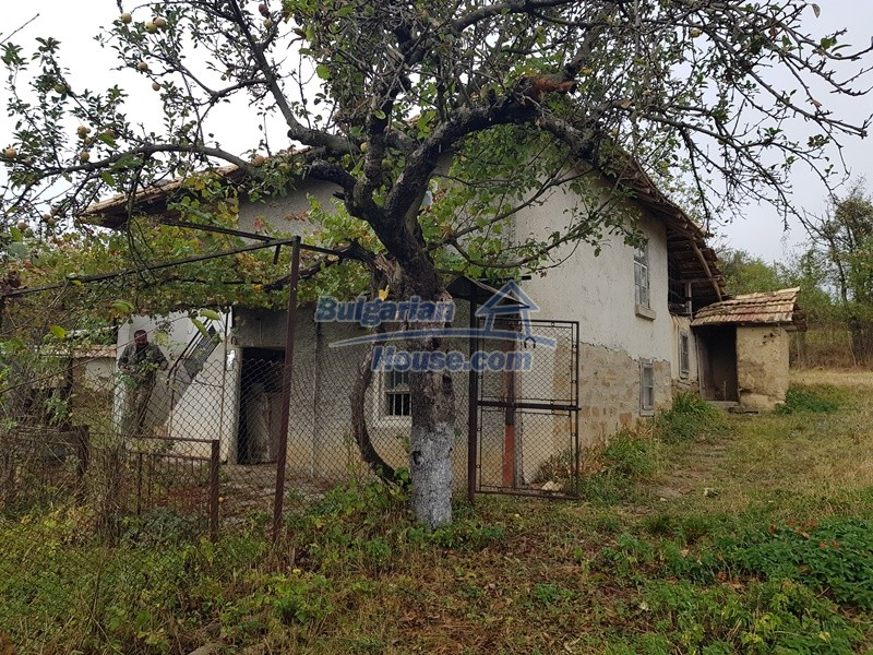 12908:39 - Cheap Bulgarian property near Yastrebino lake Targovishte