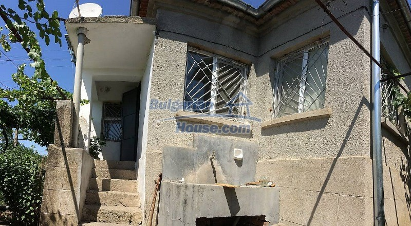 12909:4 - Cheap Bulgarian property near Karnobat 68 km to Burgas and the s