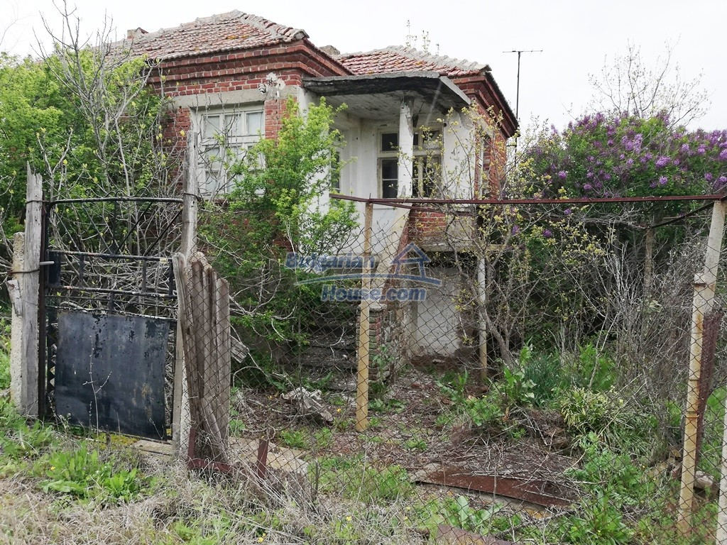 12910:1 - Cheap Bulgarian property 30 km from Burgas and the sea