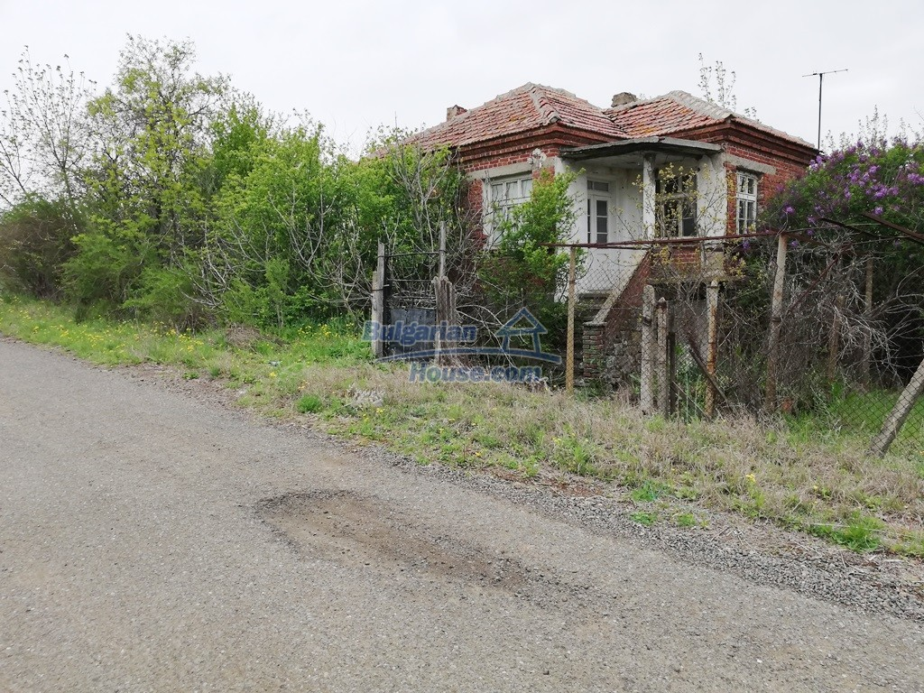 12910:5 - Cheap Bulgarian property 30 km from Burgas and the sea